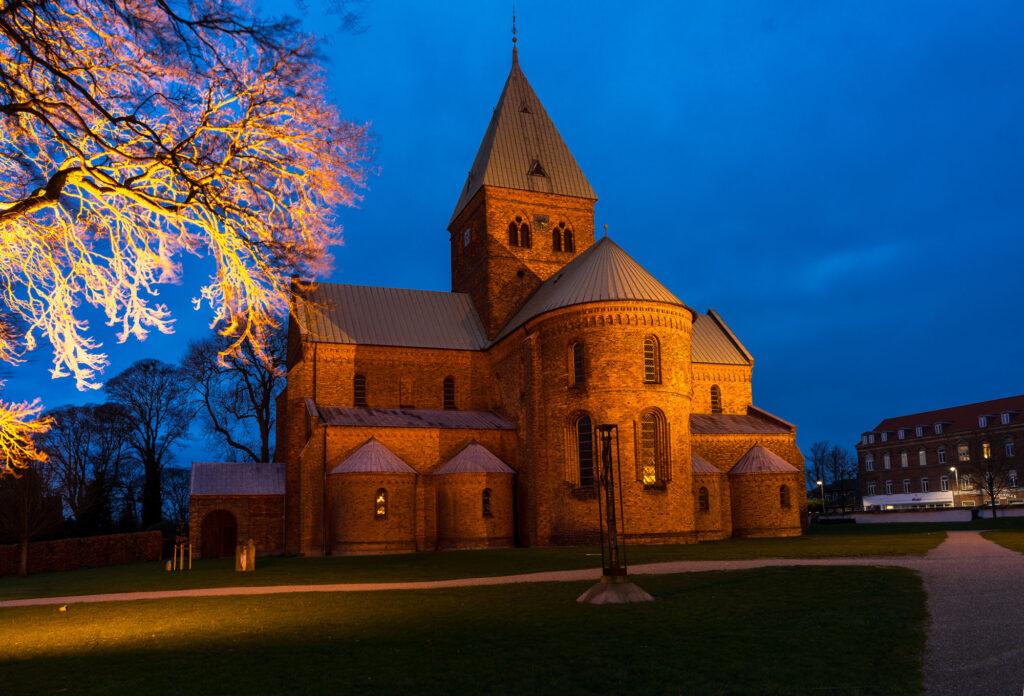 Byens vartegn den smukke Skt. Bendts Kirke